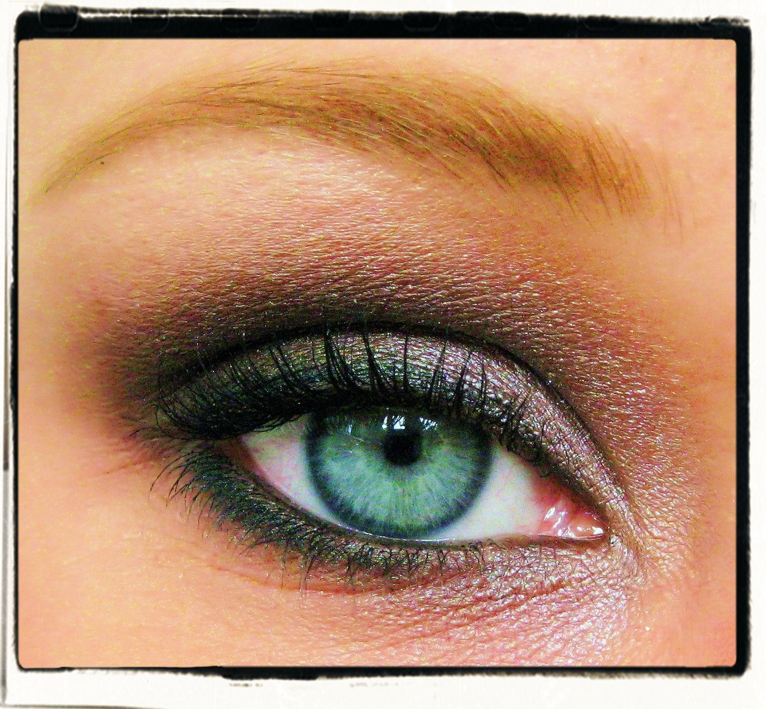 braune smokey eyes vortest schminkwettbewerb innenaussen. Black Bedroom Furniture Sets. Home Design Ideas