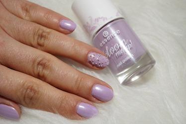 Frühlingslack-essence-bloom-me-up!-02-lovely-lavender