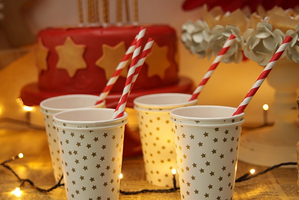 12. Anna im Backwahn fur Innenaussen.com_ Christmas Sweet Table_Cups_Trinkbecher