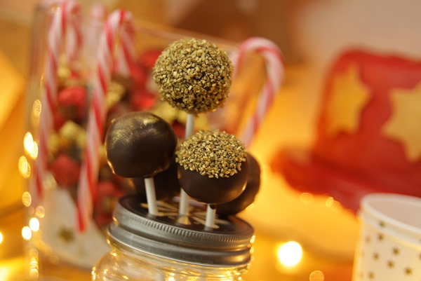 9. Anna im Backwahn fur Innenaussen.co m_Christmas Sweet Table_Cake Pops2