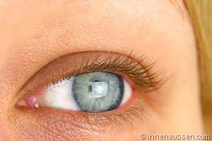 Benefit-Roller-Lash-Mascara-Auge-2