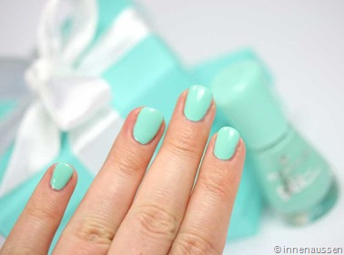 essence-Nagellack-Play-with-my-mint-Swatch-2