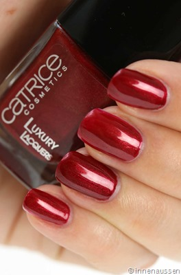 Catrice-Luxury-Lacquer-Liquid-Metal-11-Red-Notting-Hill-Thrill-Swatch