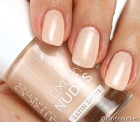 Catrice-Luxury-Nude-09-Dreamin-Bohemian-Swatch
