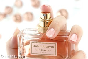 Duftreview-Givenchy-Dahlia-Divin