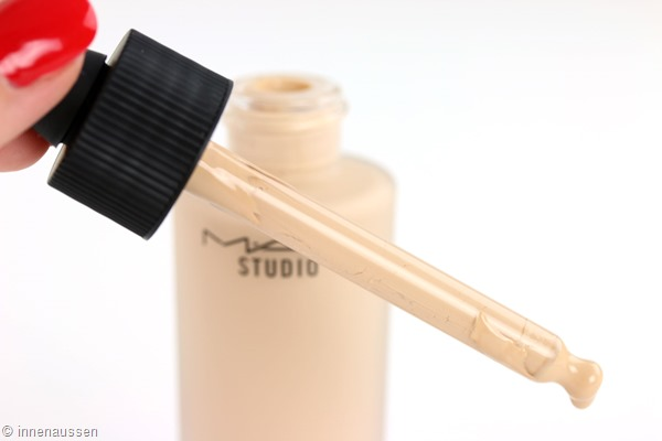 MAC-Studio-Waterweight-Foundation-Pipette