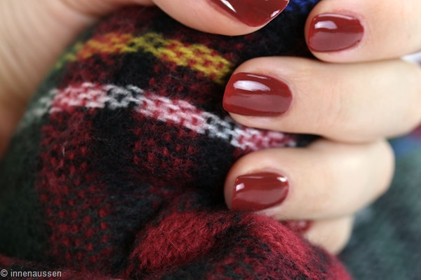 essie-with-the-band-swatch-nagellack