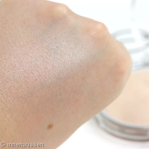 Catrice High Glow Mineral Highlighter Swatch 1 Innen Aussen