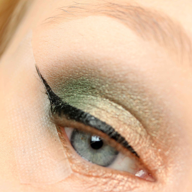 Eyeliner mit Klebeband