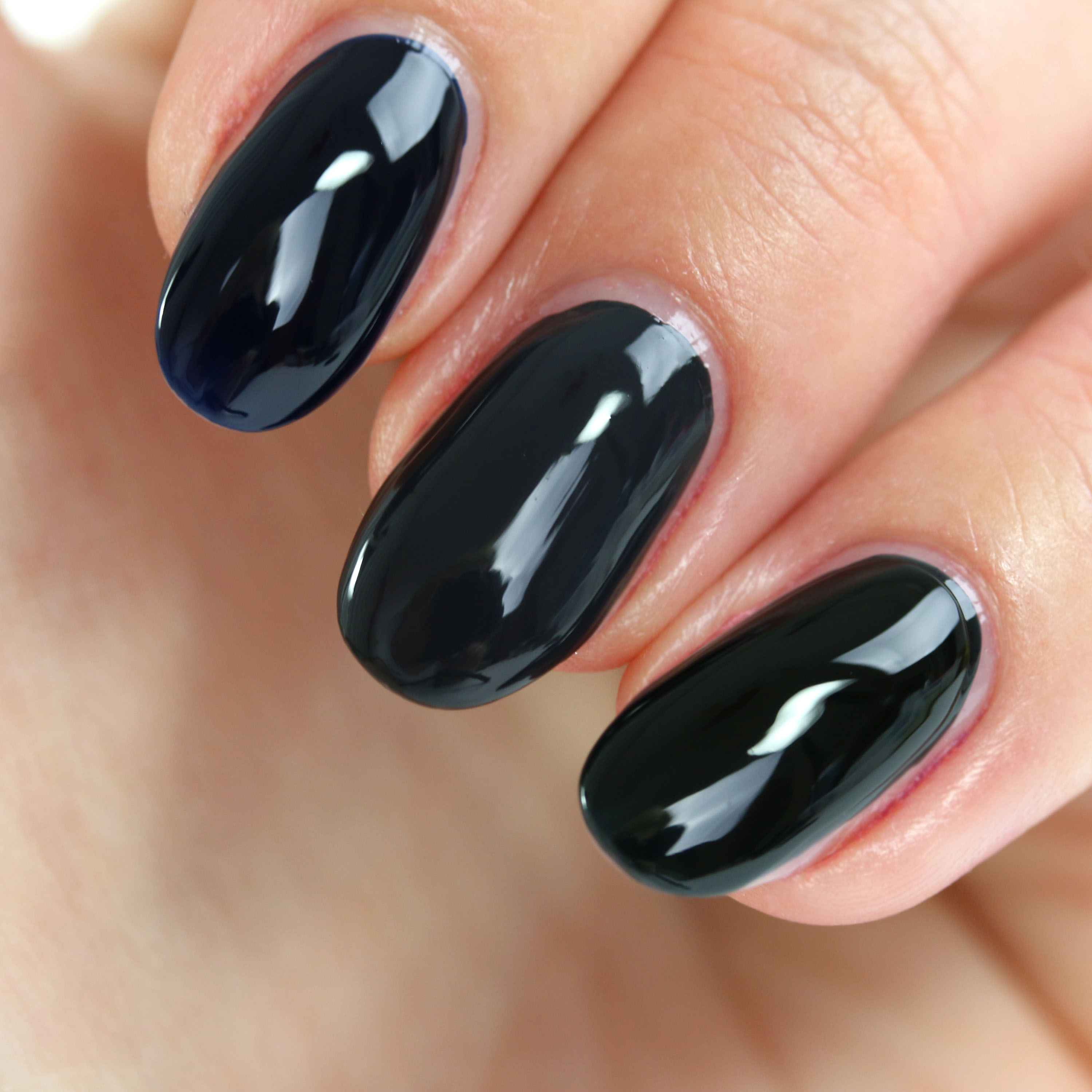 Catrice Noir Lacquer Swatches 1