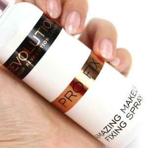 MakeUp Revolution Fixing Spray InnenAussen