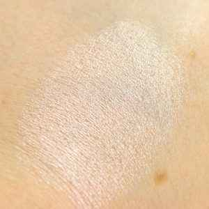 Maybelline Strobing Stick 100 Light Iridescent InnenAussen Swatch