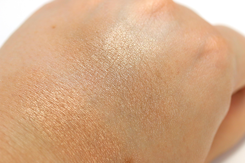 trend-it-up-bronzer-swatches