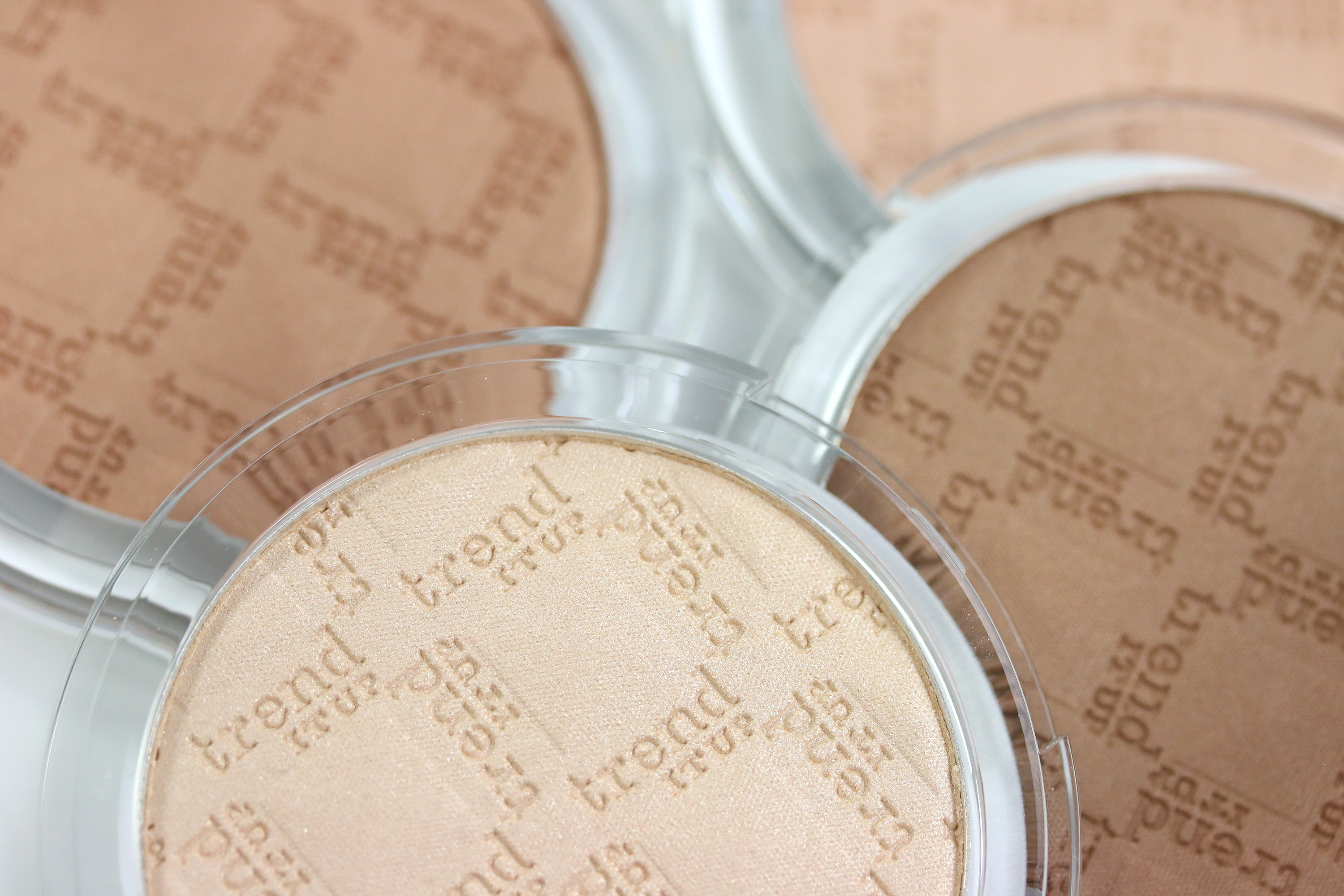 trend-it-up-higlighter-bronzer
