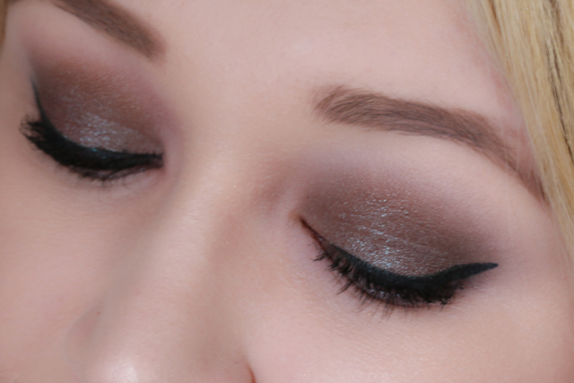 Tutorial mit MAC Blue Brown Pigment