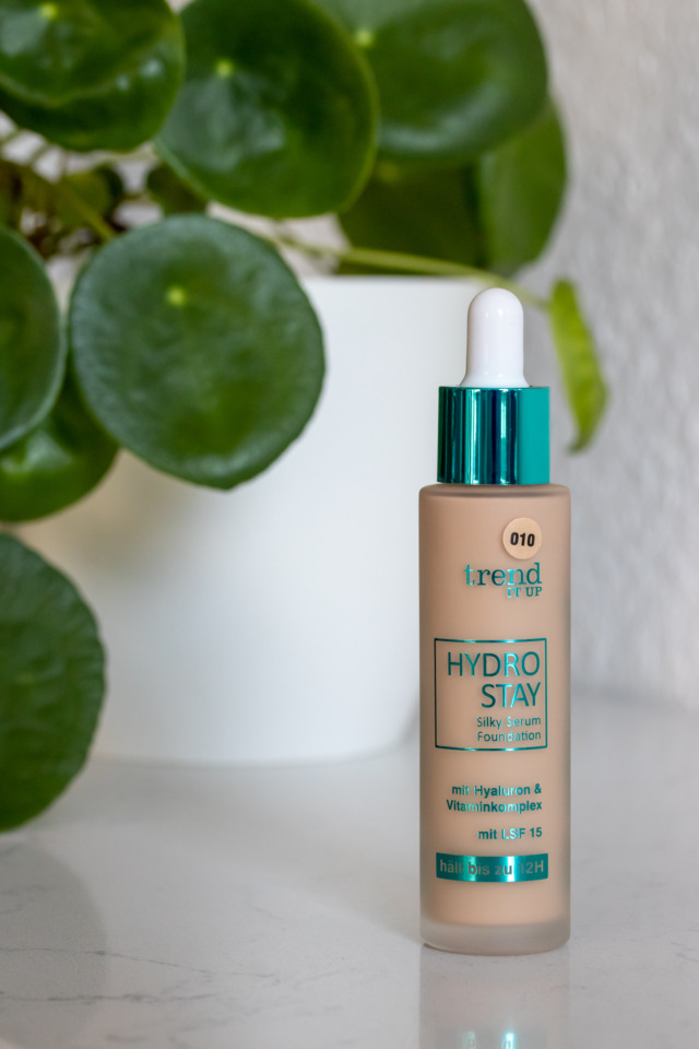 trendItUp Hydro Stay Foundation