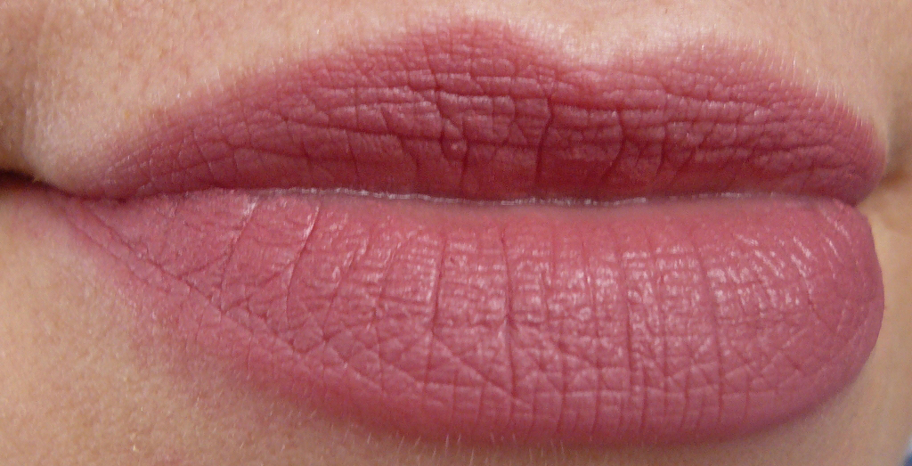 mac mickey contractor lipstick mehr innenaussen. Black Bedroom Furniture Sets. Home Design Ideas